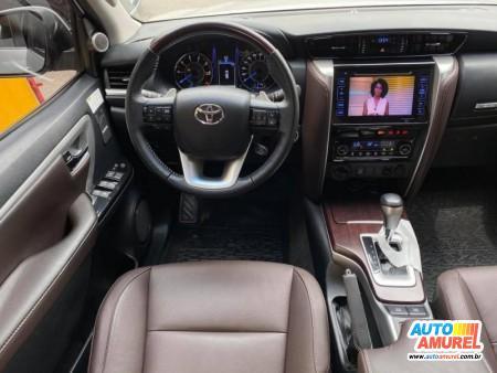 Toyota - Hilux SW4 SRX 4x4 2.8 TDI 16V